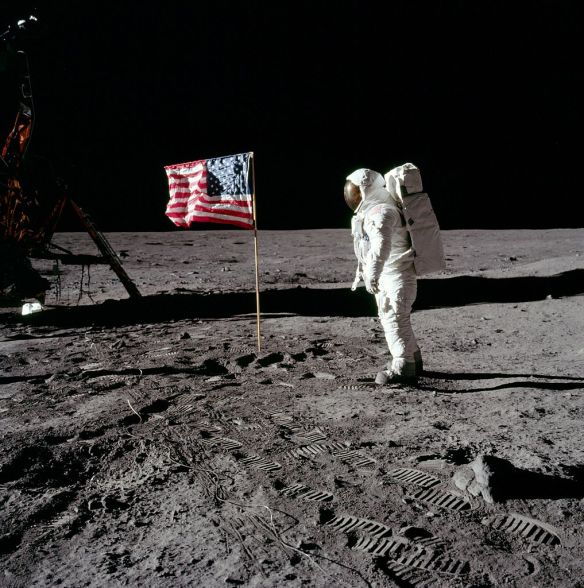 1017px-NASA_AS-11-40-5875